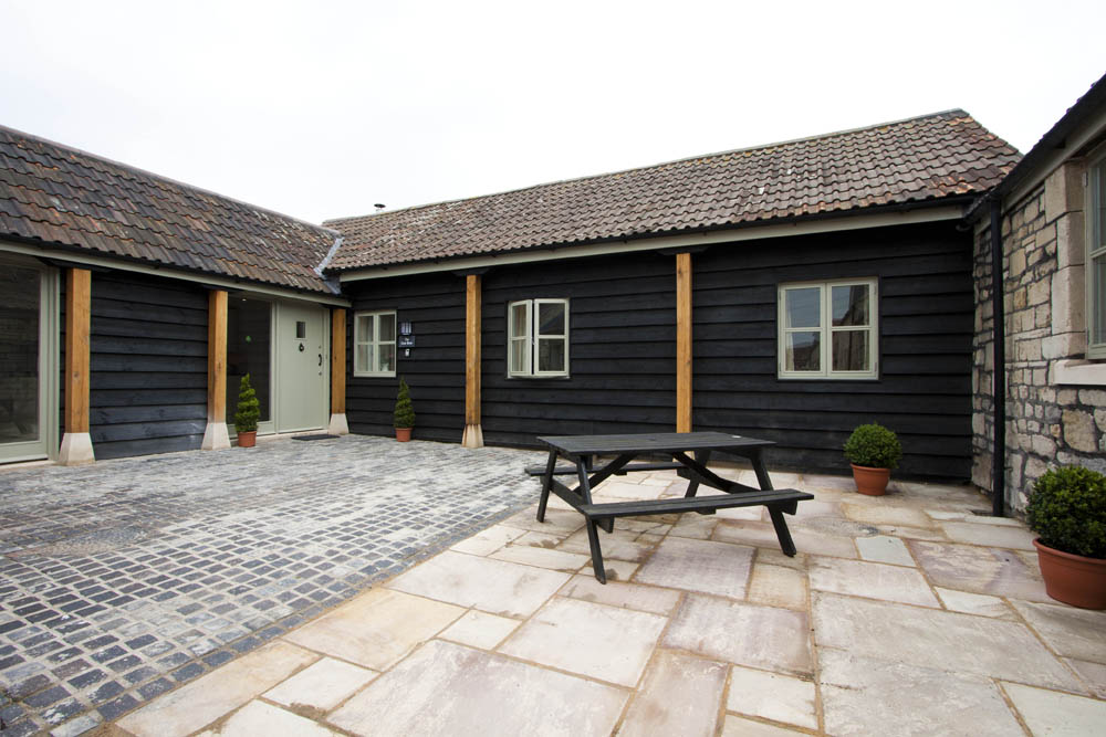 Picturesque holiday cottage just outside Bath on New Leaf Farm sleeps 4 with 2 bedrooms - 4 star self catering holiday accommodation, Bath, Avon, UK