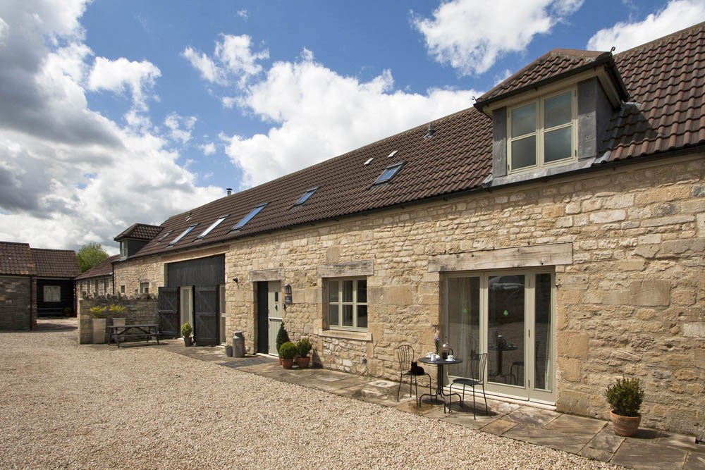 Picturesque holiday cottage just outside Bath on New Leaf Farm, sleeps 6 - 10 in 5 bedrooms - 4 star self catering holiday accommodation, Bath, Avon, UK
